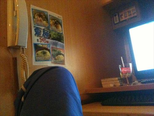 インターネットカフェで一泊