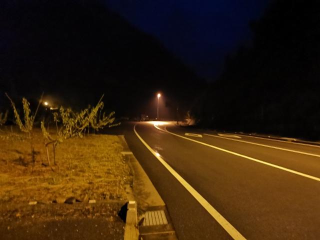 暗闇の山道